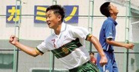 静岡学園-東北学院 後半27分、3試合連続ゴールを決めて喜ぶ静岡学園の西井=葛城市新町球技場