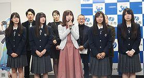 初の映画出演に向け意気込みを語るNGT48の中井りかさん(前列中央)ら=射水市役所