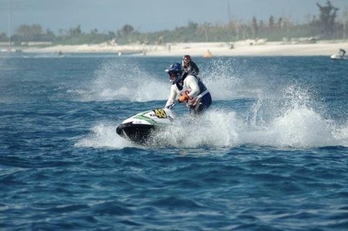 沖縄で開催された水上バイクの耐久レースに出場した多聞さん=写真提供・中村多聞さん