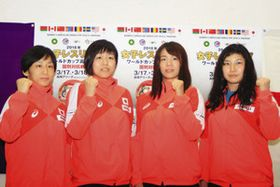 記者会見に出席した川井梨紗子選手(右から2人目)ら=13日、東京都内で(高崎市提供)