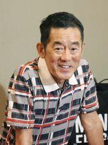 報道陣の取材に応じる三遊亭円楽さん=20日午後、東京都千代田区の国立演芸場