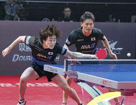 男子ダブルス決勝 香港ペアを破り優勝した大島(右)、森薗組=アスタナ(共同)