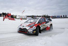 自動車の世界ラリー選手権(WRC)第2戦ラリー・スウェーデン、今季初勝利を挙げたオット・タナクのトヨタ・ヤリス=17日(AP=共同)