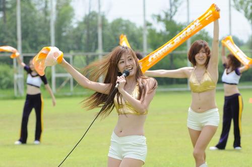 華やかなショーで盛り上げたXリーグチアリーダーOG=撮影:Yohei kondo、7日、福井県立大学