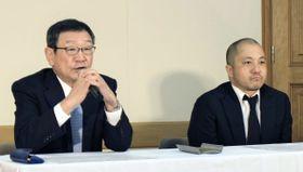 記者会見する東映の多田憲之社長(左)と白石和弥監督=20日午前、東京都中央区の東映本社
