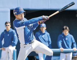 一回裏、石川一死一、三塁。川村が先制の右前打を放つ=金沢市民野球場