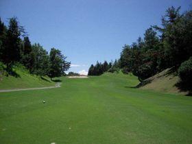 新緑が美しい季節の玉野ゴルフ倶楽部(同倶楽部提供)
