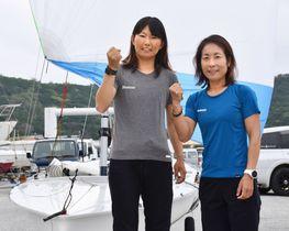 沖縄県・座間味島での強化合宿で意気込むセーリング女子470級の吉田(右)、吉岡組