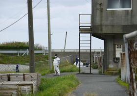頭部と手足がない遺体が発見された河口付近=9月29日、千葉県大網白里市