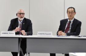 記者会見する国際原子力機関の専門家チームリーダーのラムジー・ジャマール氏(左)と、原子力規制委員会の更田豊志委員長=21日午前、東京都港区