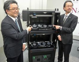日立製作所が開発した線虫による自動がん検査装置の試作機=18日、東京都千代田区