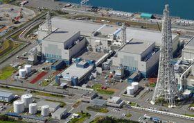 新潟県の東京電力柏崎刈羽原発の6号機(右)と7号機=9月30日(共同通信社機から)
