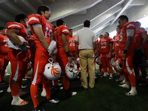 試合後のハドルで選手たちに話しかける森HC=撮影:Yosei Kozano、29日、川崎富士見球技場