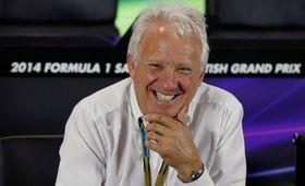 2014年の英国GPで記者会見するFIAのチャーリー・ホワイティング・レースディレクター=シルバーストーン(ロイター=共同)