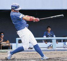初回、先制の2号満塁本塁打を放つ石川の今村=金沢市民野球場