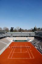 全仏オープンへ向け、ローランギャロスに新設されたコート=21日、パリ(ロイター=共同)