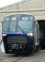 車両センターで公開された相模鉄道の新型車両「20000系」=17日午前、神奈川県海老名市