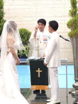 トランスジェンダーの結婚式を執り行う牧師の中村さん