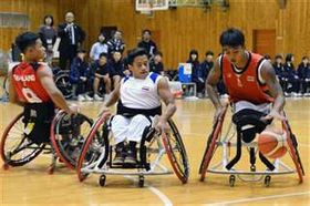 東京パラリンピック出場を目指し、強化合宿で練習する車いすバスケの選手たち