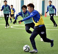 練習を開始した福島ユナイテッドFC=福島市、十六沼運動公園