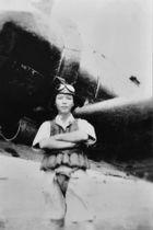 戦闘機と共に写る西口徳次さん(遺族提供)