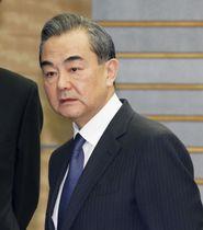 安倍首相との会談のため、首相官邸を訪れた中国の王毅国務委員兼外相=16日午後