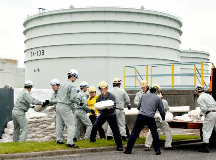 今治の石油備蓄基地で7機関が巨...