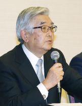 新コミッショナーに就任し、記者会見する斉藤惇氏=11月27日午後、東京都内のホテル