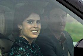 結婚式前日の11日、ロンドン郊外ウィンザー城を出るユージニー王女(左)とブルックスバンク氏(ロイター=共同)