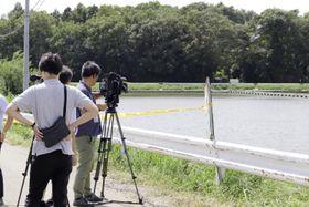 茨城県境町の住宅で夫婦が死亡した事件の現場付近=23日午前11時22分