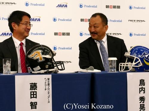 会見前には両指揮官が談笑する場面も=撮影:Yosei Kozano、16日、都内