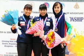 クライミングアジアユース選手権のリードで頂点に立った多久高の樋口結花(中央)=インド・バンガロール(提供)