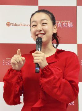 大阪市内の百貨店で始まったイベントで、取材に応じる浅田真央さん=13日午前