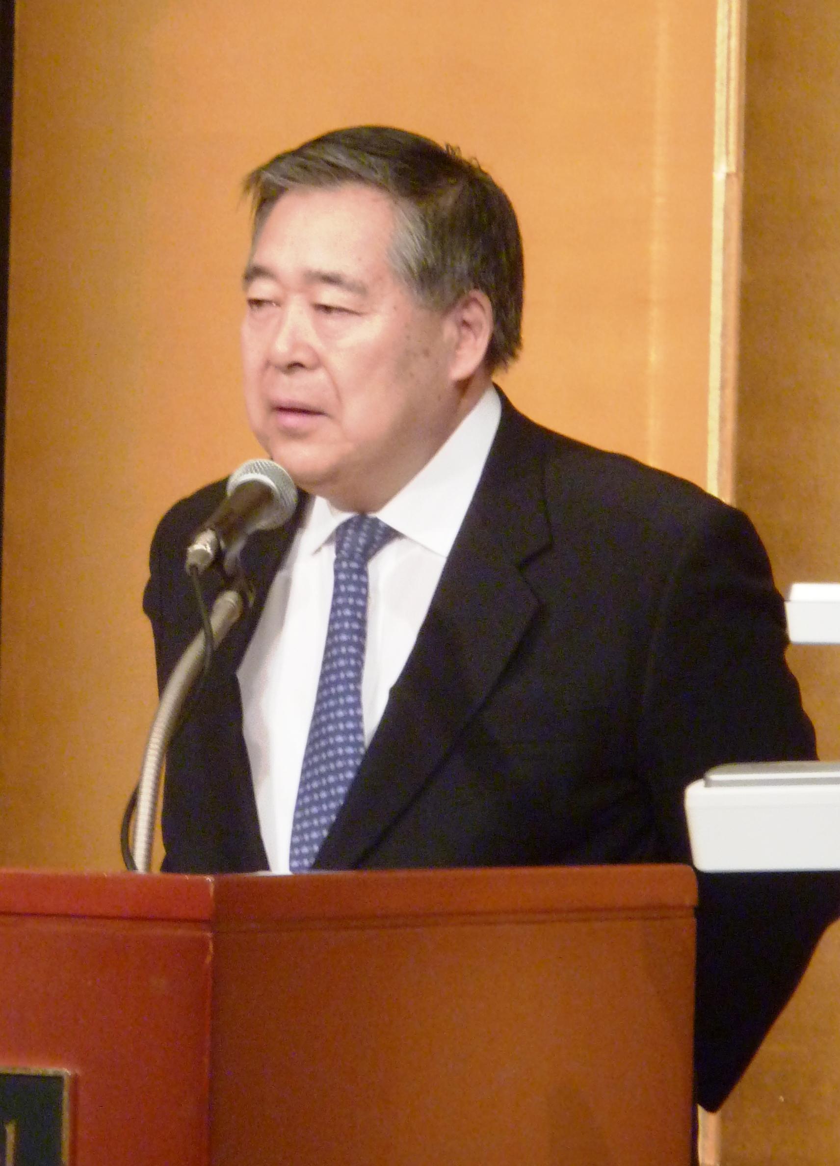 講演する小泉武夫東京農大名誉教授