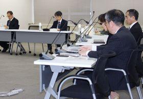 研修制度の導入について議論する原子力規制委員会の定例会合=18日午前、東京都港区
