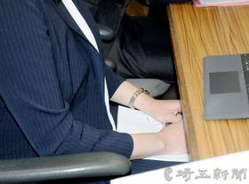 記者会見で録音データを公開した女性=18日午後、さいたま市浦和区内