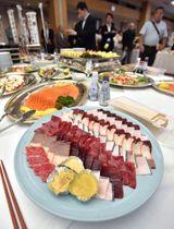 「捕鯨の伝統と食文化を守る会」で提供されたクジラ料理=13日午後、東京・永田町