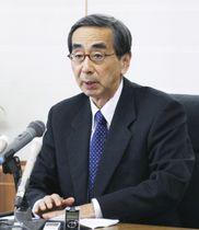 退任の記者会見をする福井県の西川一誠知事=22日午後、福井県庁