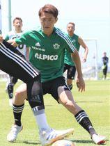 J1通算400試合出場が懸かる名古屋戦に向けて練習する松本山雅・田中隼