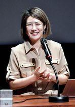 運を引き寄せる性格などについて解説した中野さん=25日午後、宮崎市のメディキット県民文化センター