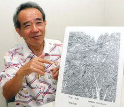 作品のコピーの前で受賞の喜びを語る門田さん