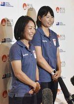 東京五輪に向け、意気込みを語るセーリング女子470級の吉田(左)、吉岡組