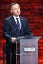 27日、ポーランド・オシフィエンチムで演説するドゥダ大統領(ロイター=共同)