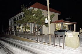 佐井村牛滝地区の牛滝小中学校=22日