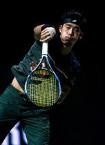 男子テニスのABN・AMROワールド1回戦、ディミトロフと対戦した杉田祐一=14日、ロッテルダム(ゲッティ=共同)