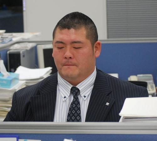 職場の同僚のみならず、顧客からの信頼も厚い鹿島建設の営業部に所属する井澤=5日、鹿島本社
