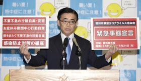 新型コロナウイルス感染拡大を受け、独自の緊急事態宣言を出す考えを示した愛知県の大村秀章知事=5日午後、愛知県庁