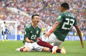 ドイツ―メキシコ 前半、先制ゴールを決め喜ぶメキシコのロサノ=モスクワ(ゲッティ=共同)