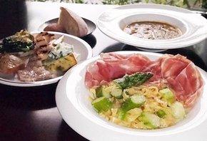 前菜と2種類の料理が選べるコース。窓際の席では瀬田川の景色も楽しめる(大津市唐橋町・osteria cielo alto)