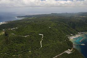 沖縄本島北部の「やんばるの森」=4月26日、沖縄県国頭村(共同通信社ヘリから)